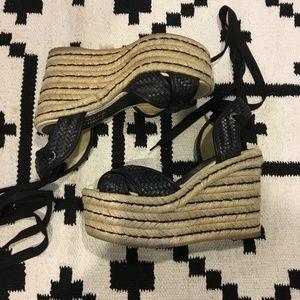 Palomitas black lace up black wedges